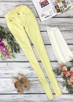Яркие джинсы жёлтого цвета  pn1834026  tom tailor