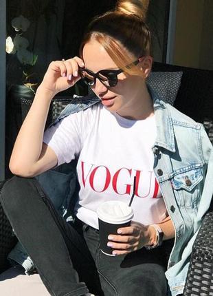 Новая белая футболка с принтом, с надписью vogue