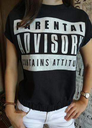 Хлопковая черная футболка с серебристым  принтом5 фото