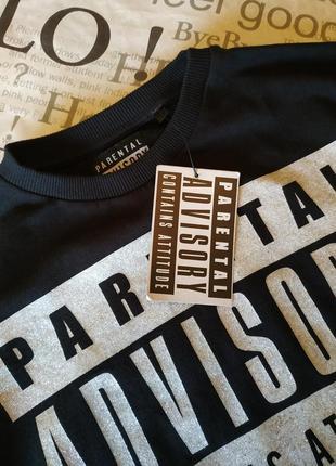 Хлопковая черная футболка с серебристым  принтом3 фото