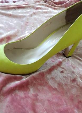 Желтые туфли carlo pazolini