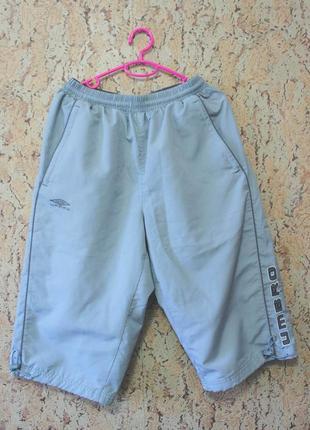 Серые спортивные шорты umbro