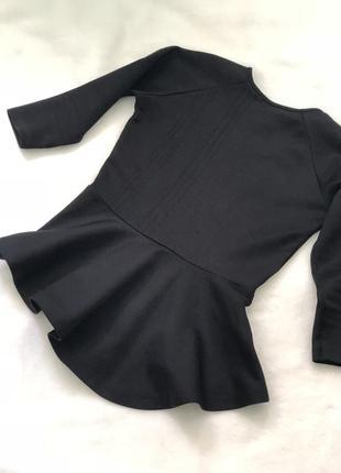 Блузка с баской, держит форму