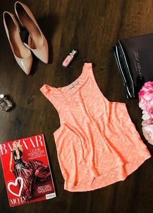 Милая маечка-топ с ярким принтом оранжевого цвета atmosphere