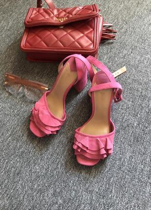 Супер крутые каблуки от stradivarius