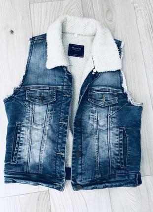 Крутой теплы джинсовый жилет от reserved