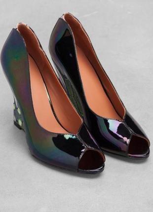 Новые кожаные лодочки босоножки туфли с открытым носком танкетка