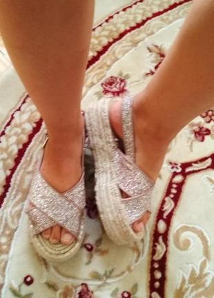 Дуже стильні босоніжки