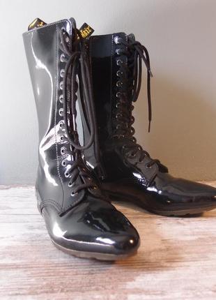 Черные лакированные сапожки dr. martens размер 39