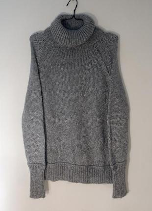 Серебристый акриловый свитер с металлизированными нитями