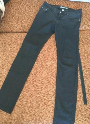 Черные джинсы узкачи скинни