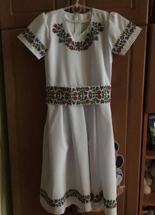 Платье вышитое