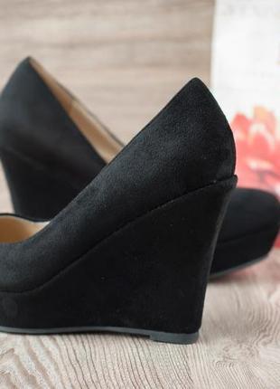 Туфли женские на танкетке замшевые черные