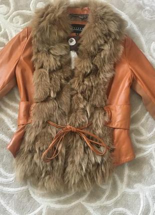 Стильная кожаная курточка с натуральным мехом лисы