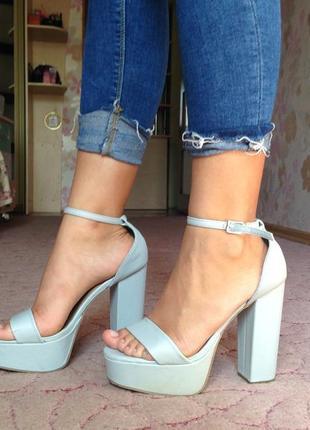 Босоножки на каблуке new look