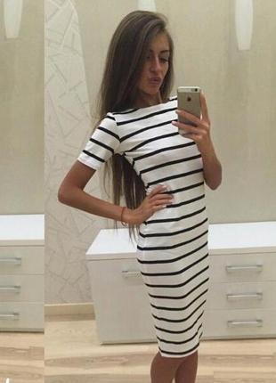 Полосатое платье миди черно белое