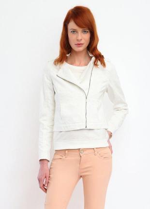 Белая джинсовая куртка косуха, джинсовка