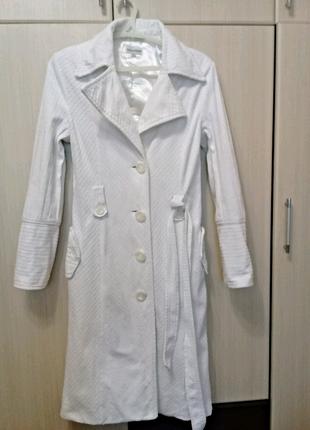Шикарное белоснежное пальто