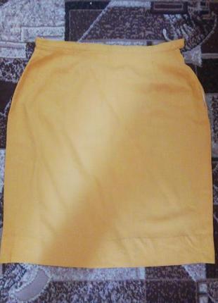 Яркая юбка светло-горчичного цвета из тонкой шерсти