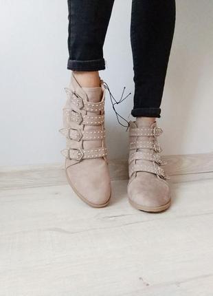 Женские ботинки, осенние, замша, с ремешками, беж 39