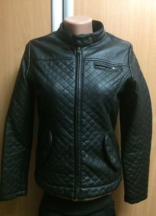 Курточка кожзам размер 6-8