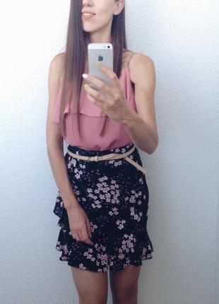 Трендовая мини юбка в мелкий цветочек с воланами