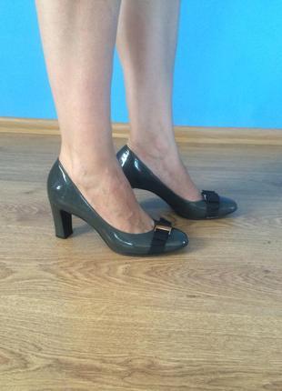 Туфли лаковые серые