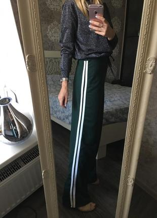 Изумрудные тёплые штаны с лампасами