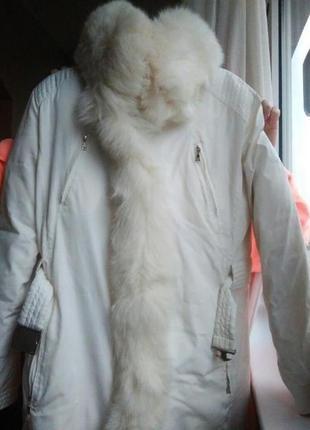 Белый пуховик с мехом3 фото