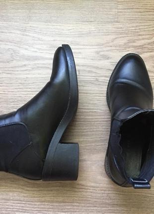 Осенние удобные ботинки на устойчивом каблуке