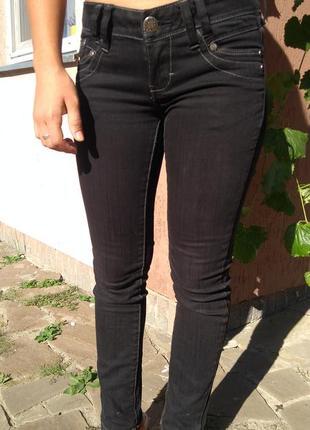 Крутые черные джинсы gineration denim by new look