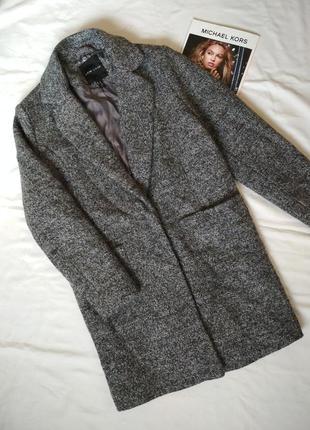 Классное лёгкое демисезонное пальто,полупальто  35% шерсть.