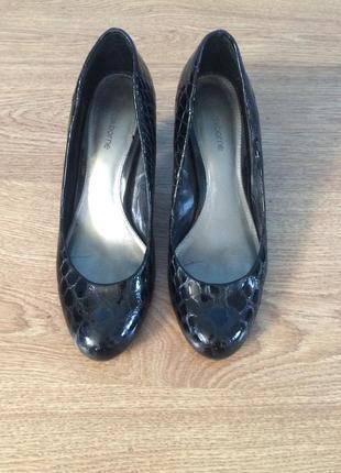 Туфли лакированные, под крокодила