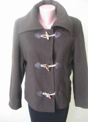 Шерстяное пальто короткое стильное