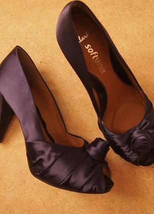 Туфли атласные с цветком clarks 6.5 стелька кожа