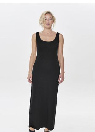 Чёрное макси- платье из хлопка.