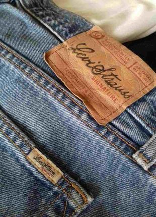 Рваные женские джинсовые шорты levis