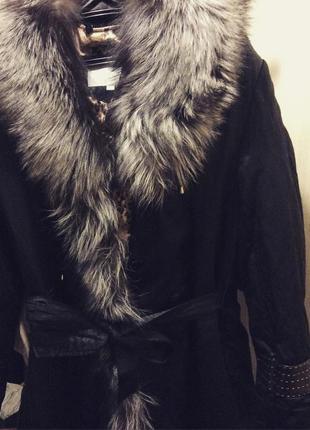 Шикарное пальто с воротом из чернобурки и с отстегивающийся подкладкой из андатры