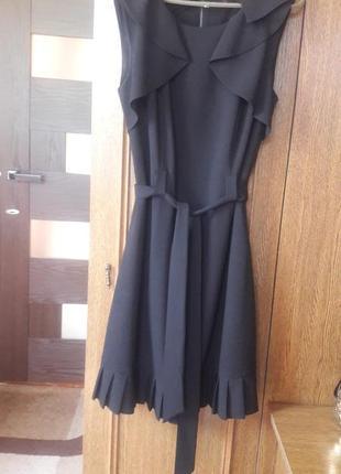 Элегантное черное платье -миди под поясок