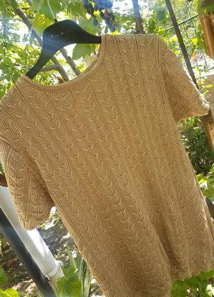 Красивый золотой свитер