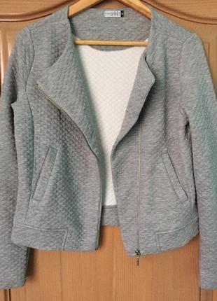 Стьогана  курточка -бомбер фірми esprit,новий,розмір м