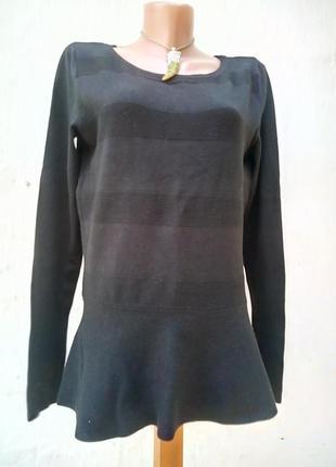 Элегантный черный трикотажный свитерок по низу валан,пуловер,вискоза,туника.