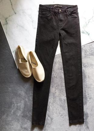 Чорні скіні-джинси від zara