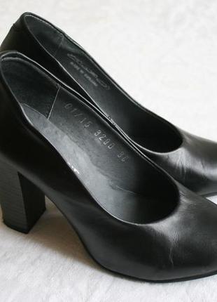 Чорні класичні туфлі на стійкому каблуку a0c20edc5250a