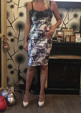 Продам утягивающее платье lipsy london