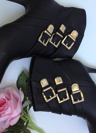 Ботиночки с золотыми замочками