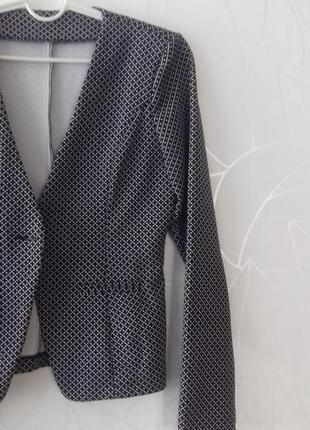 Жакет (пиджак, кардиган) с геометрическим рисунком