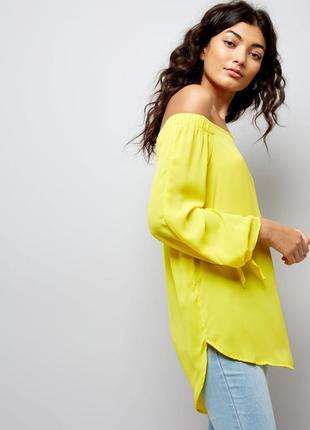 Яркая стильная блуза с открытыми плечами, удлиненная с завязками на рукавах