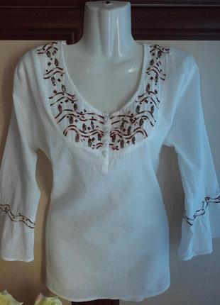 Вышиванка, блуза с вышивкой и воланами на рукавах.