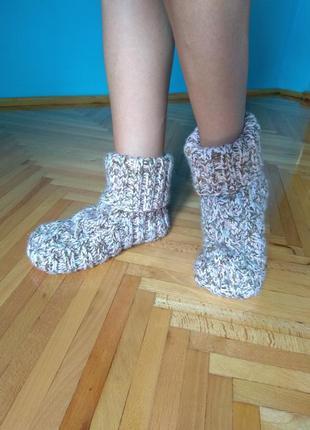 Тапочки, носочки, следки.